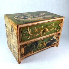 Russian HAND PAINTED LACQUER trinket Box Alice in Wonderland