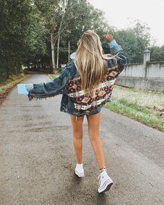 """25.3 mil Me gusta, 117 comentarios - NUNI (@nuriablanco3) en Instagram: """"""""Me siento como un gato; he vivido más de una vida contigo, sin ti, juntos, separados, alejados y…"""" Converse Style, Sequin Skirt, Sequins, Skirts, Instagram, Fashion, Converse Shoes, Gatos, Moda"""