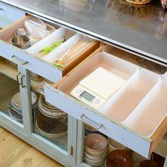 お片づけのアイデアやアドバイス、収納ボックスやケースを使って棚を効率的に使うコツを、整理収納アドバイザーの内山美恵(ヒバリ舎)さんに伺っています。前編ではその整理術と、片付けの基本ルールを教わりました