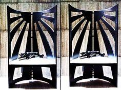 Par de Sillones estilo Memphis Negro Mate con Cojines Plateados con grabado de Cocodrilo en Leatherette 1982 Para precios y Medidas mándanos un mensaje a modernismomex@gmail.com