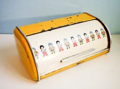 Bread metal box big yellow and white rusted decor by EuroVintage, €38.00