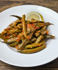 Recipe: Greek-Style Braised Green Beans Recipes from The Kitchn *Alternative to Green Bean Casserole! Side Dish Recipes, Vegetable Recipes, Dishes Recipes, Recipies, Yummy Recipes, Salad Recipes, Yummy Food, Healthy Recipes, Healthy Dishes