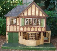 Triang #71, UK House (1935)~Image via My Vintage Dollhouses