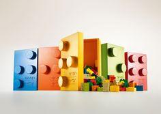 braillebricks El diseño clásico de las piezas de Lego ha sido modificado e incluye todas las letras del alfabeto Braille para poder formar palabras con ellas.