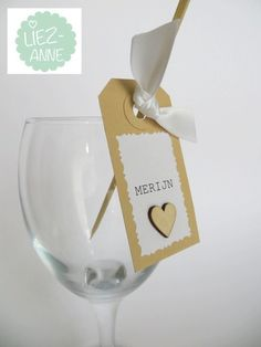 Customized wedding place cards - name tags - vintage - with wooden heart - white ribbon