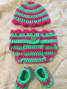 "Egg costume  Crochet baby costumes for sale in facebook page ""zapatitos bonnie blue houston"", We ship any where. 8327268405. #crochetcostumes #crochetshoes #crochetbunny #crochetbabyoutfit #crochetbabycostumes"