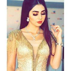 Arab Girls Hijab, Girl Hijab, Snapchat Selfies, Stylish Dpz, Beautiful Girl Photo, Girls Dpz, Happy Girls, Girl Photos, Beauty Makeup