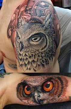 Tatuagem realista de coruja