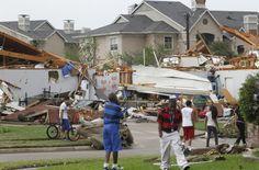 Arlington, TX - Tornado-Wrecked Dallas Begins Assessing Damage ..., 725x479 in 120.6KB