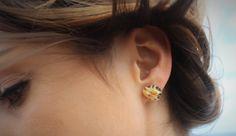 Ohrringe aus Muscheln, mal ganz anders in der Kombination mit einem goldenen…