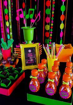 Decorando com Arte - Lembrancinhas Personalizadas: Baladinha Neon - Neon Party