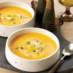 Creamy Carrot Soup with Scallions and Poppy Seeds Perfect for fall and winter, this carrot and onion based soup is made rich by pureeing the carrots and adding a bit of heavy cream. Garnish with scallions and poppy seeds. Wine Recipes, Soup Recipes, Vegetarian Recipes, Cooking Recipes, Healthy Recipes, Thanksgiving Soups, Creamy Carrot Soup, Carrot Recipes, Biryani