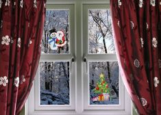 Nice snowman, santa and Christmas tree stickers. Pic by Nice Window Decor & Design Beautiful Christmas Trees, Simple Christmas, Christmas Home, Christmas Ideas, Christmas Window Decorations, Front Rooms, Red Curtains, House Windows, Decor Crafts