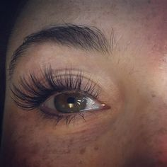 A great way to start practicing your volume lashes is to allow a little extra time at the end of your fills. I started by leaving th… Eyelash Extensions Aftercare, Eyelash Extensions Styles, Russian Eyelash Extensions, Natural Looking Eyelash Extensions, Curling Eyelashes, Fake Eyelashes, Borboleta Beauty, Russian Lashes, Boho Makeup