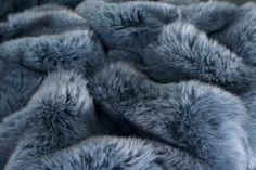 fox fur wallpaper Fluffy Blankets, Fur Blanket, Fur Throw, Vintage Fur, Art Of Living, Fox Fur, Back To Black, Plaid, Decoration