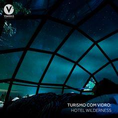 Hoje o nosso turismo com vidro nos leva até Nellim, Finlândia. Lá está localizado o Hotel Wilderness que disponibiliza aos seus hóspedes iglus com tetos de vidro. Assim é possível acompanhar o incrível fenômeno da aurora boreal, que acontece na região. ✨  Os tetos de vidro fazem a integração do ambiente externo com o interno, criando uma linda vista e permitindo a entrada da luz. Uma experiência única! 💙 Asia, Louvre, Building, Movie Posters, Travel, Glass Roof, Traveling, Environment, Ceilings