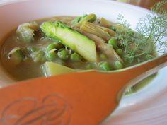 Minestra di Primavera, con cipollotti, asparagi, carciofi e piselli. Una straordinaria armonia di sapori che ti conquisterà! http://cucinaresuperfacile.com/ricette-senza-glutine/minestra-di-primavera/
