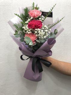 Flower Bookey, Small Flower Bouquet, Flower Box Gift, Beautiful Bouquet Of Flowers, Beautiful Flowers, Wedding Flowers, Valentine Flower Arrangements, Floral Arrangements, Luxury Flowers