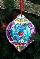 Stain glass tin foil ornament. Very cute idea for a teachers gift.
