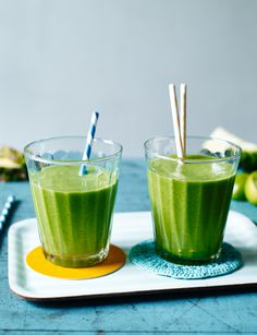 Unlike many green smoothies, this doesn't taste like a liquidised salad – the pineapple adds tropical sweetness to the nutrient-packed greens, while the olive oil provides a dose of good fat and a creamy texture Tropical Smoothie Recipes, Weight Loss Smoothie Recipes, Smoothie Names, Smoothies With Almond Milk, Green Smoothies, Food Swap, Man Food, Food Trends, How To Cook Quinoa