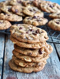 Fantastic good cookies with chocolate and peanuts- Fantastisk gode cookies med sjokolade og peanøtter Fantastic good cookies with chocolate and peanuts # peanuts - Peanut Cake, Breakfast Casserole With Biscuits, Creamy Italian Chicken, Types Of Cakes, Food Cakes, Cookies Et Biscuits, Healthy Desserts, No Bake Cake, Cake Recipes