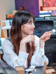 Bae Suzy, Korean Actresses, Korean Actors, Cute Selfie Ideas, No One Is Perfect, Video Clip, K Idols, Korean Drama, Girly