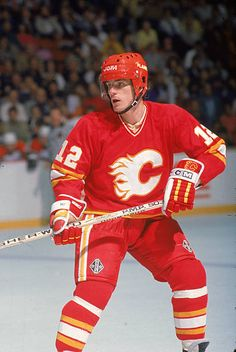 Swedish hockey player Hakon Loob of the Calgary Flames on the ice during a game November 1988 Hockey Logos, Ice Hockey Teams, Hockey Games, Hockey Players, Flames Hockey, Hockey Stuff, Good Old Times, National Hockey League, World Of Sports