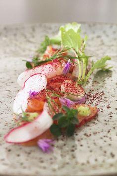 Rimmet laks med brombær og snaps // Scraped raw salmon with blackberries