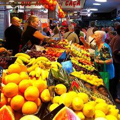 El mercat és vida!!! Aquest és el Mercat de la Guineueta - #mercat #barcelona