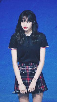 Cute lisa💓 South Korean Girls, Korean Girl Groups, Lisa Blackpink Wallpaper, Blackpink Members, Kim Jisoo, Blackpink Fashion, Jennie, Korean Fashion Trends, Blackpink Lisa