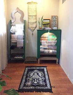Entryway Christmas Decor 27 Beautiful Praying Room Ideas For This Ramadan Small Room Bedroom, Bedroom Decor, Indian Room, Prayer Corner, Islamic Decor, Beautiful Home Designs, Islamic Prayer, Prayer Room, Luxury Homes Interior