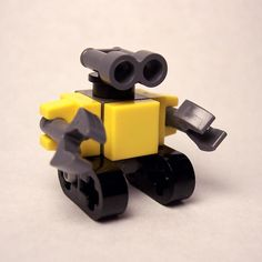 http://www.brickshelf.com/gallery/Air-Master/MOCs/WALL-E/resized-images/lego_wall-e_small.jpg
