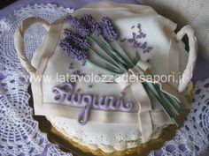 Torta a cestino con Lavanda in Pasta di Zucchero    http://www.latavolozzadeisapori.it/ricette/torte/torta-a-cestino-con-lavanda-in-pasta-di-zucchero