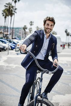 James Wolk Wears Summer's Best Clothes in Impressive Men's Style by esqstyle - Tapiture