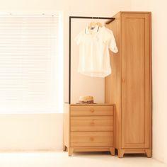 Love the look jud wish it was dark wood! Diy Furniture Dresser, Wardrobe Furniture, Deco Furniture, Cabinet Furniture, Furniture Design, Modern Interior Design, Interior Design Inspiration, Open Wardrobe, Wood Drawers