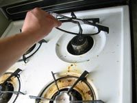 How to Clean a Stove-I tried this today on my gas stove and it worked great. I h… How to Clean a Stove-I tried this today on my gas stove and it worked great. I had quite a bit of buildup and it is now sparkling! Clean Stove Burners, Clean Stove Top, Gas Stove, Clean Oven, Diy Cleaners, Household Cleaners, Household Tips, Oven Cleaning, Cleaning Hacks