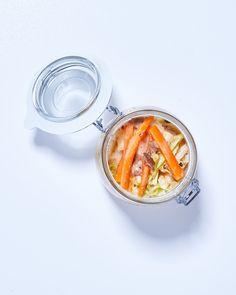 Oto pomysł, jak zrobić nietypowe kimchi. Wykorzystajcie suszone grzyby i kapustę pekińską. Jak je zrobić? Kimchi