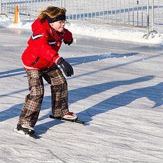Schaatsen op de nieuwe ijsbaan in de Gemeente Losser