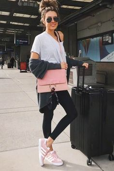 39 Airplane Outfits Ideas: How To Travel In Style – travel outfit plane long flights Fancy Dress Outfits, Trendy Outfits, Summer Outfits, Cute Outfits, New Fashion Clothes, Fashion Outfits, Style Fashion, Winter Travel Outfit, Travel Outfits