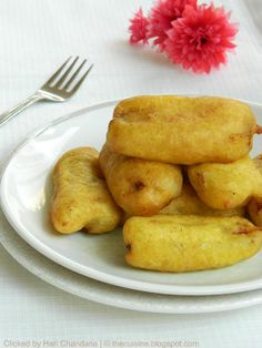 Pazham Pori / Ethakka Appam ~ Ripe Plantain Fritters Recipe