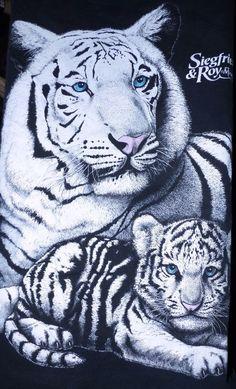 Vintage 1990's SIEGFRIED & ROY WHITE TIGERS MIRAGE LAS VEGAS T-SHIRT Large #Mirage #GraphicTee Roy White, Black And White, 1990s, Kitty Cats, Kittens, Vintage Rock Tees, Las Vegas, Coral, White Tigers