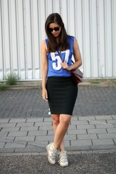 Outfit sporty chic+sport trend inspiration outfit+outfit wedge sneakers