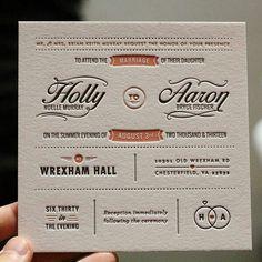 Invitaciones de boda divertidas con termograbado: Tarjeta en blanco y salmón con relieve y juego de tipografias