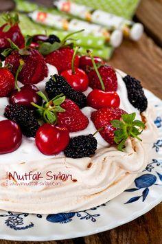 Pear and almond cake - HQ Recipes Pavlova Cake, Meringue Pavlova, Pavlova Recipe, Pear Recipes, Turkish Recipes, My Recipes, Ethnic Recipes, Pear And Almond Cake, Almond Cakes