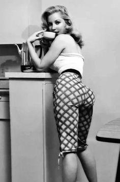 coffee break with Betty Brosmer.. That hiney!!