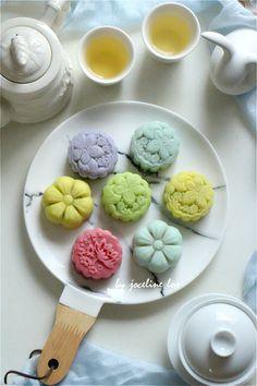 ☆ Snow Skin Moon Cake Using Natural Colour (天然色素冰皮月饼)