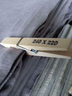 Super idée pour trier nappes, draps... Testé et adopté ! Grâce à ce rangement…