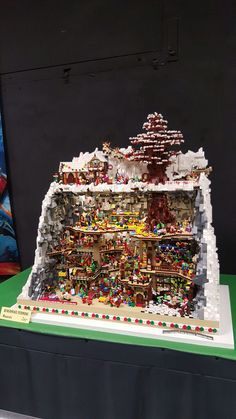Lego Christmas Village, Lego Winter Village, Lego Village, Lego Gingerbread House, Lego Store, Lego Blocks, Lego Modular, Lego Room, Lego Architecture