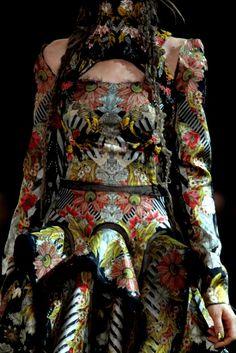 Alexander McQueen Spring 2011 Ready-to-Wear Fashion Show Details