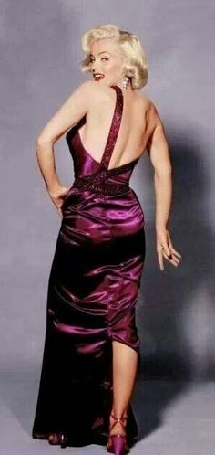 I LOVE THIS DRESS...IT IS SO STUNNING IN COLOR ALONE- MM HAD GREAT WARDROBE PEOPLE...DAMMIT I WISH I WAS HER WITH OUT THE WHOLE BK MURDERER THING... LOVE MM